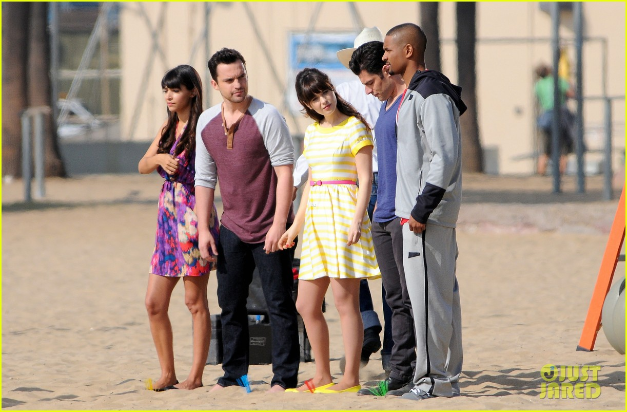 zooey deschanel new girl beach scenes with the cast 05