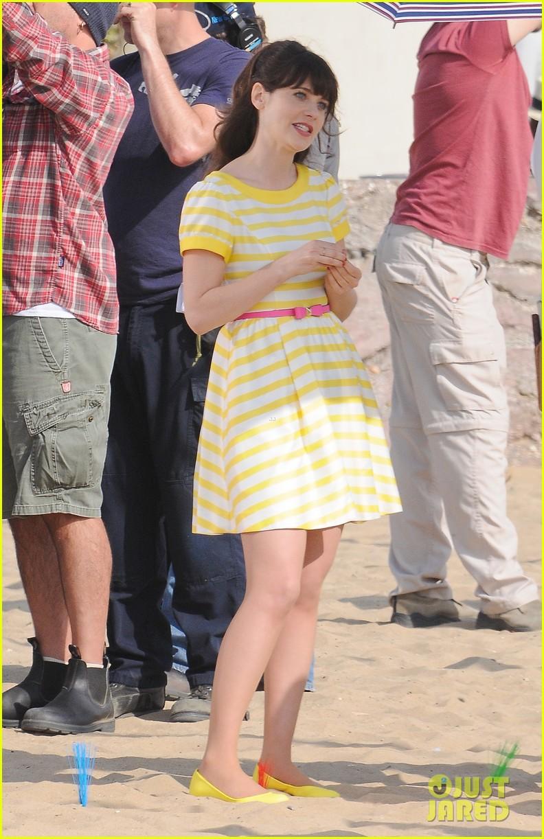 zooey deschanel new girl beach scenes with the cast 173039358