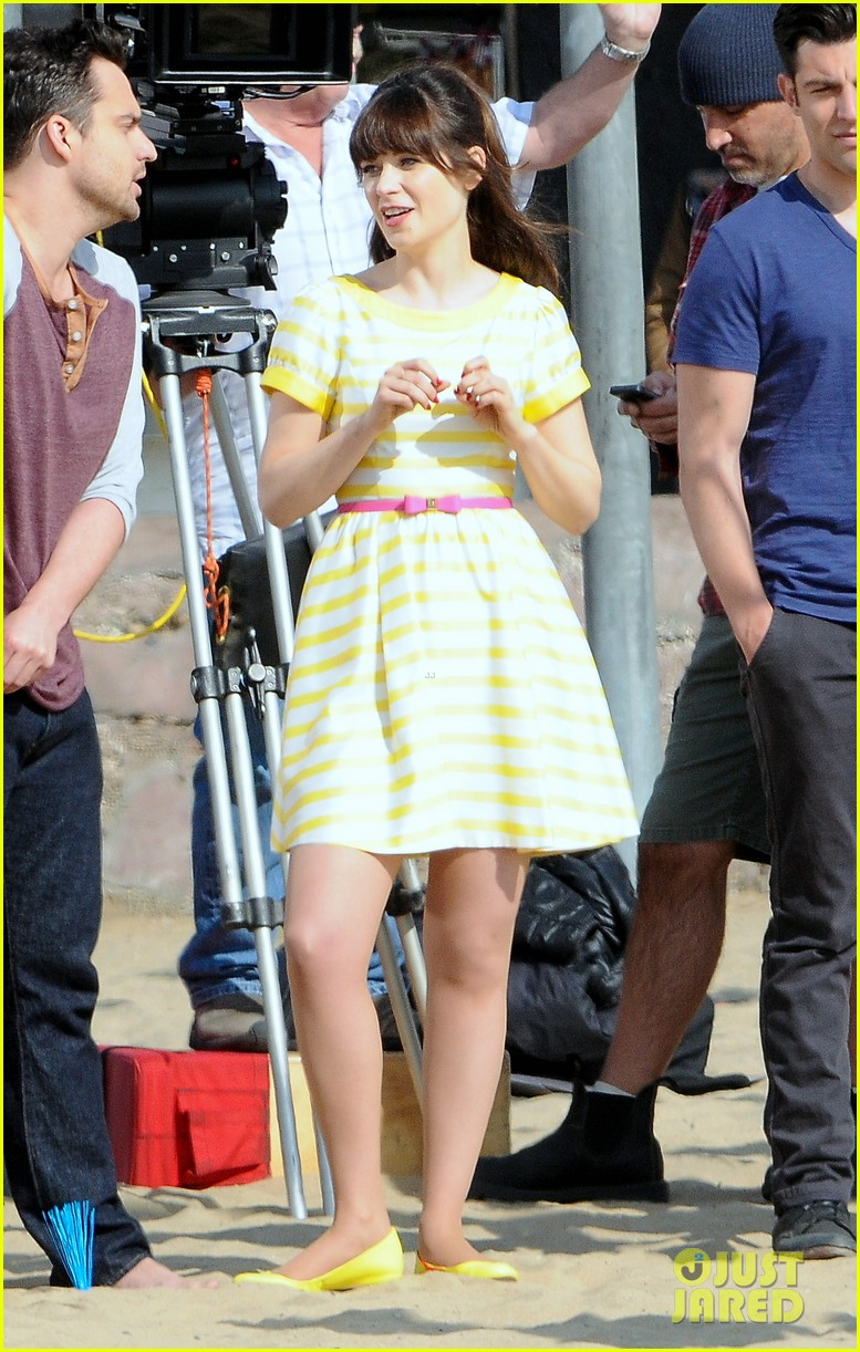 zooey deschanel new girl beach scenes with the cast 18