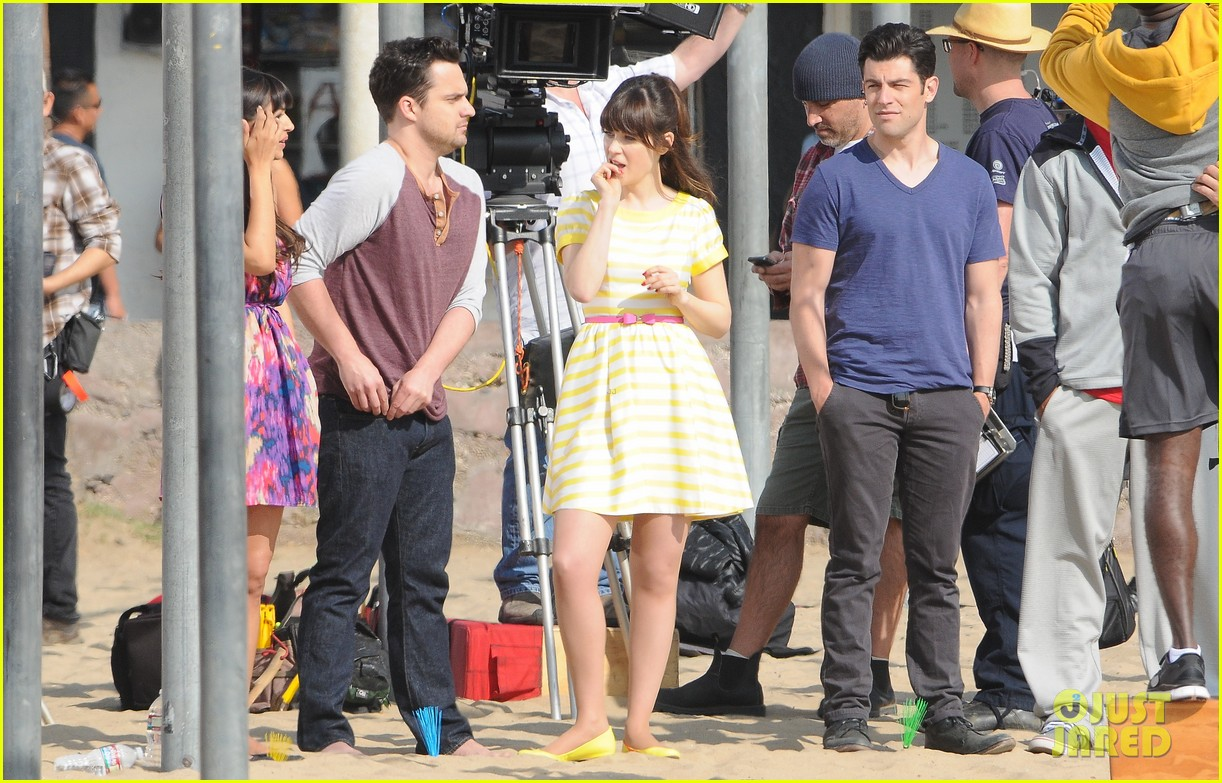 zooey deschanel new girl beach scenes with the cast 193039360