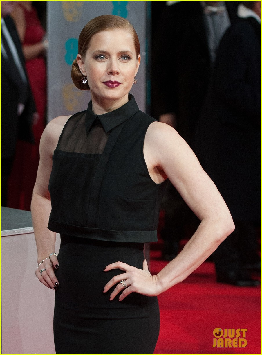 amy adams baftas 2014 red carpet 01