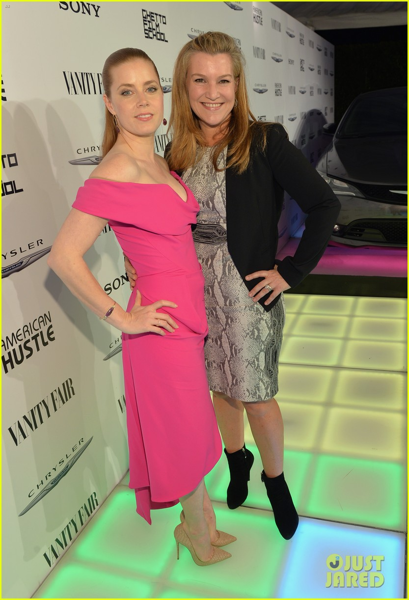 amy adams helps honor american hustle at vanity fair event 093062043