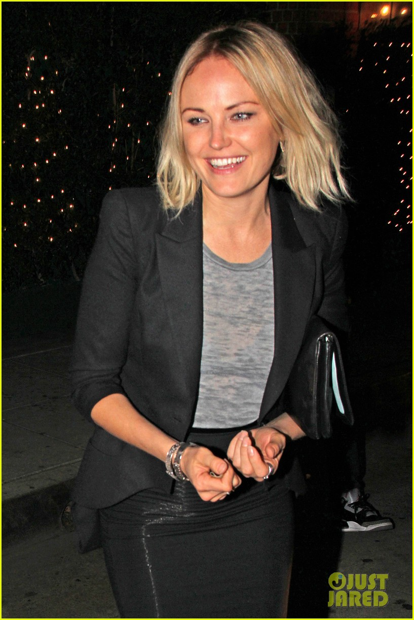 malin akerman shows off sebastians cool new carseat 073052859