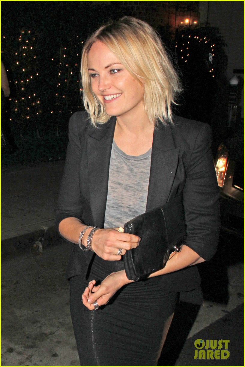 malin akerman shows off sebastians cool new carseat 11