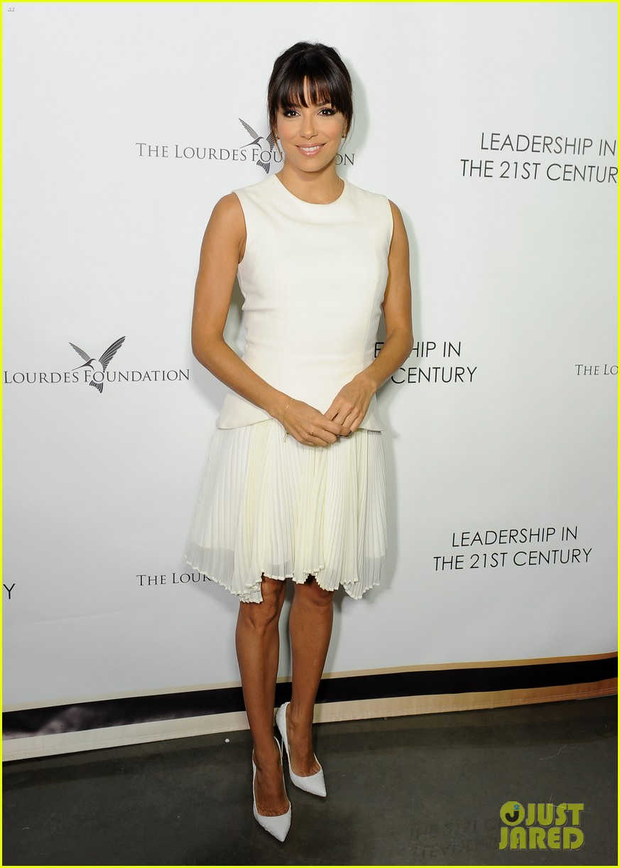 malin akerman eva longoria chic ladies at dalai lama event 06