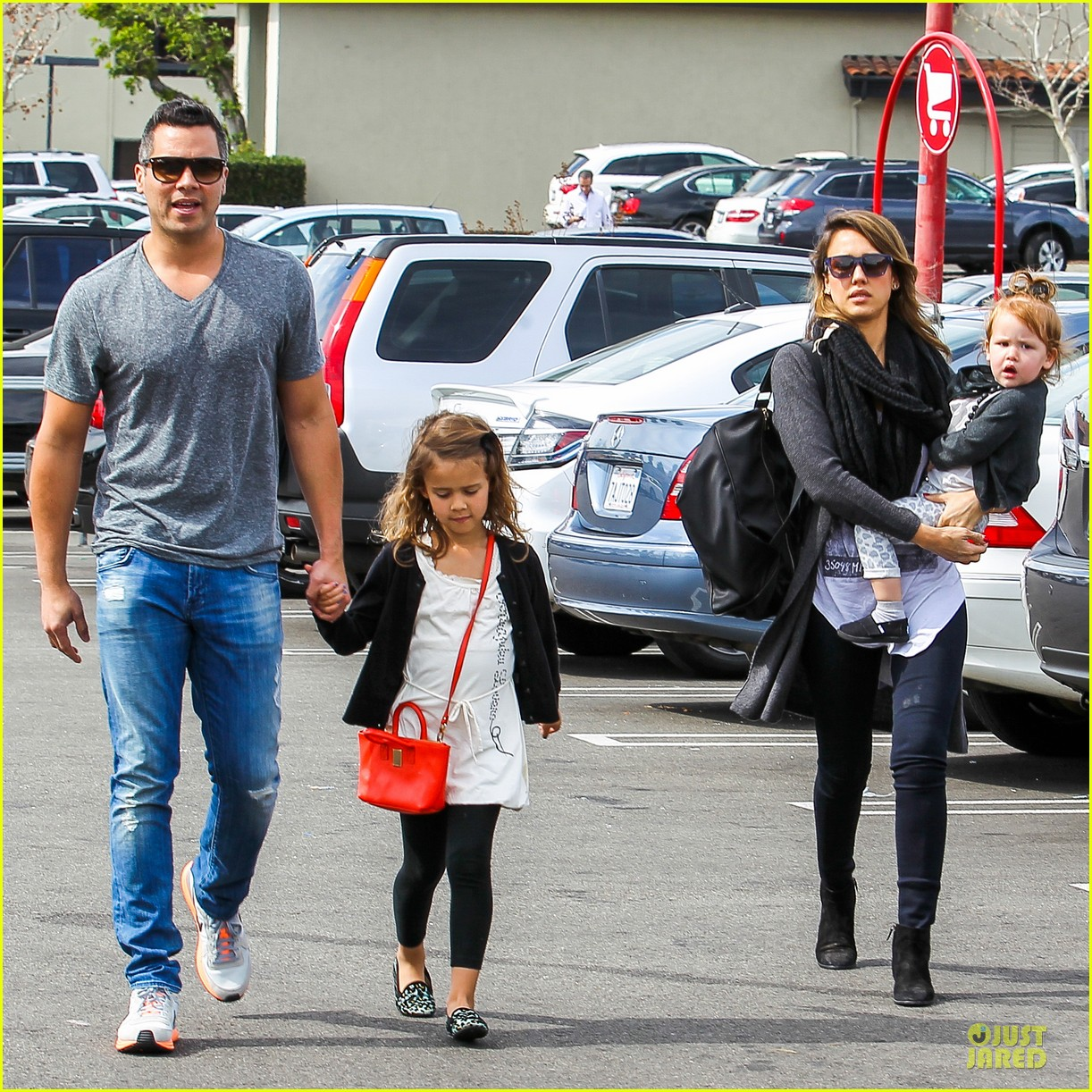 jessica alba cash warren empty handed target stop with the girls 10