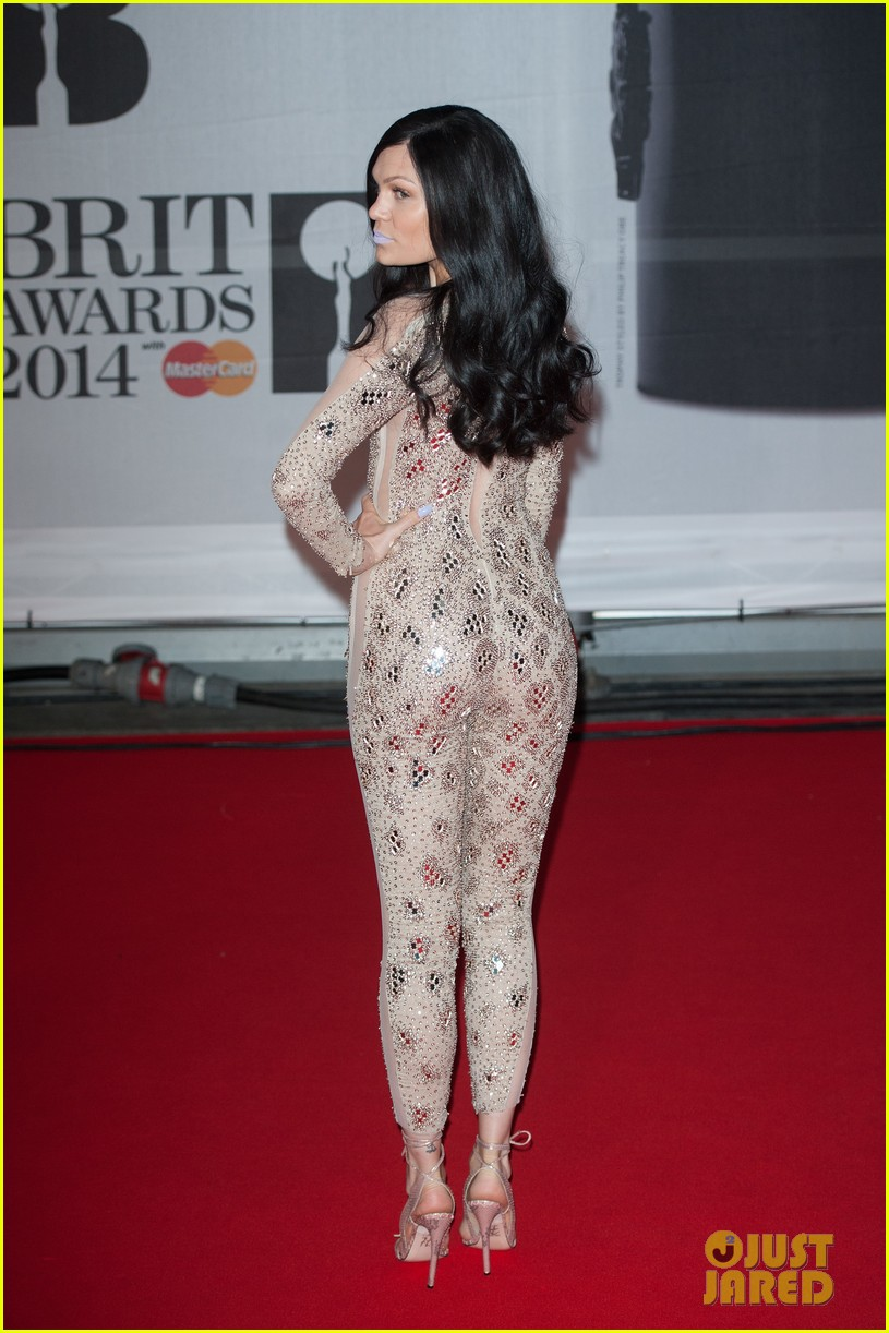 lily allen jessie j brit awards 2014 red carpet 02