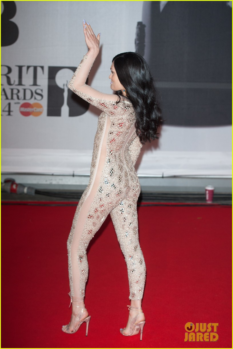 lily allen jessie j brit awards 2014 red carpet 03