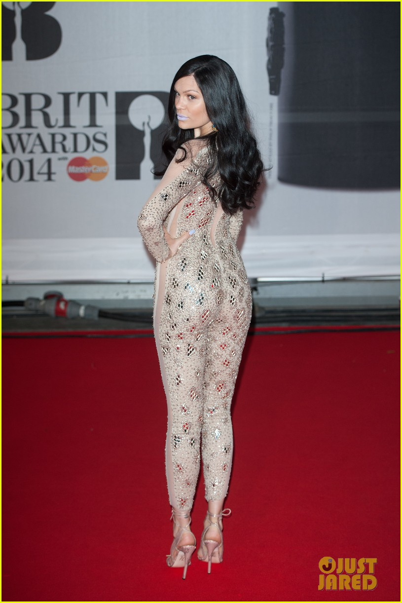 lily allen jessie j brit awards 2014 red carpet 09