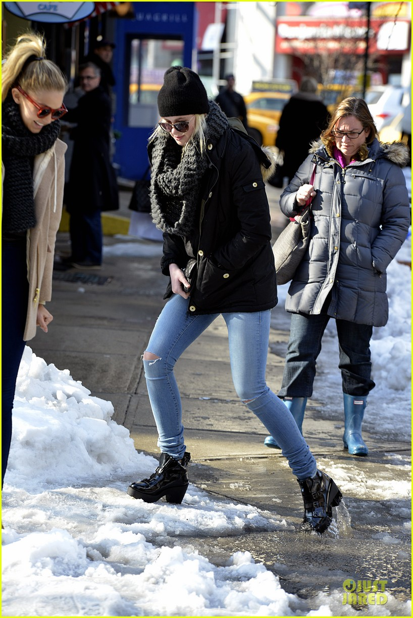 ireland baldwin hangs with gigi hadid on valentines day 09