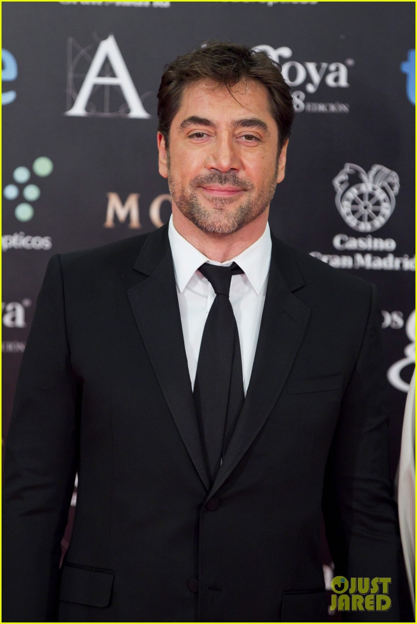 javier bardem brings mom pilar to goya awards 2014 05