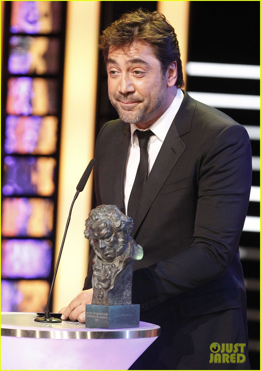 javier bardem brings mom pilar to goya awards 2014 06