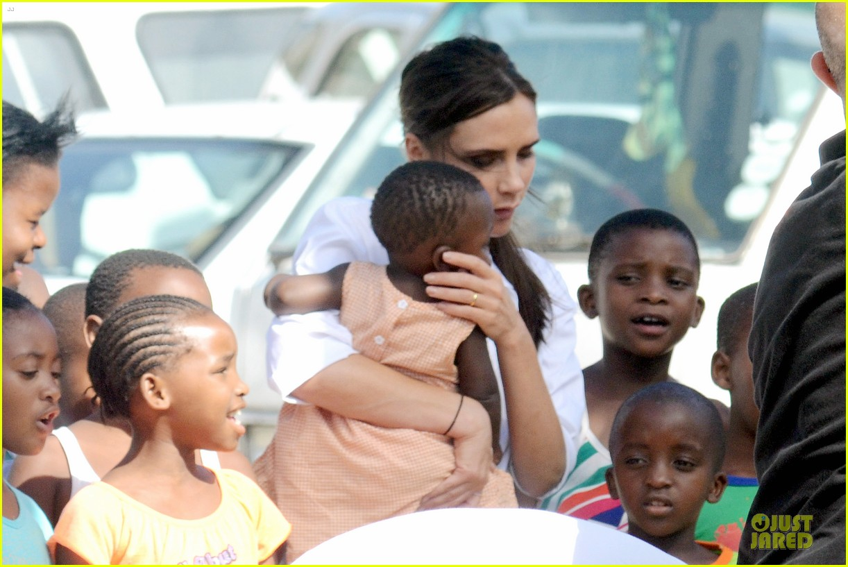 victoria beckham spends time with lalela children in cape town 073059931