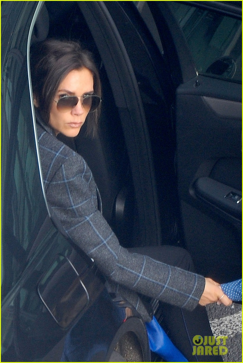 victoria beckham stayed in london while david attended super bowl 2014 02
