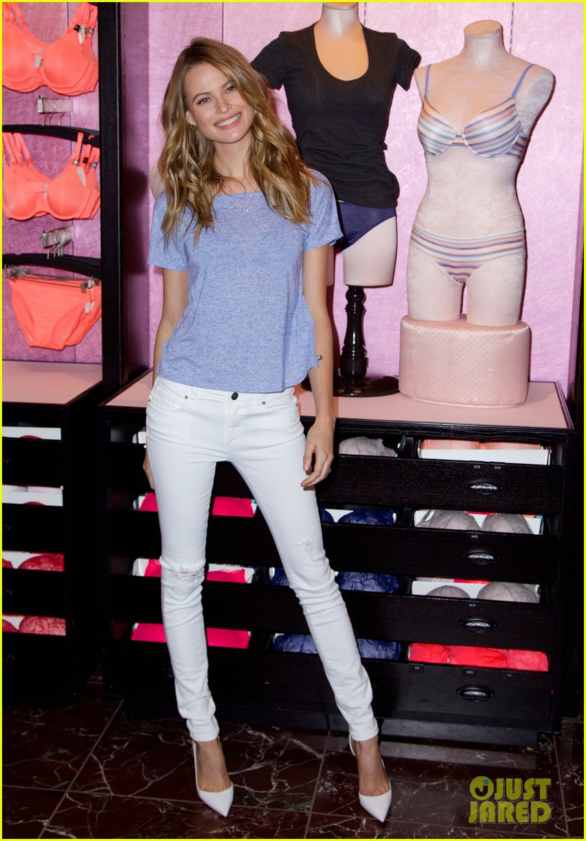 behati prinsloo introduces victorias secret new t shirt bra 03