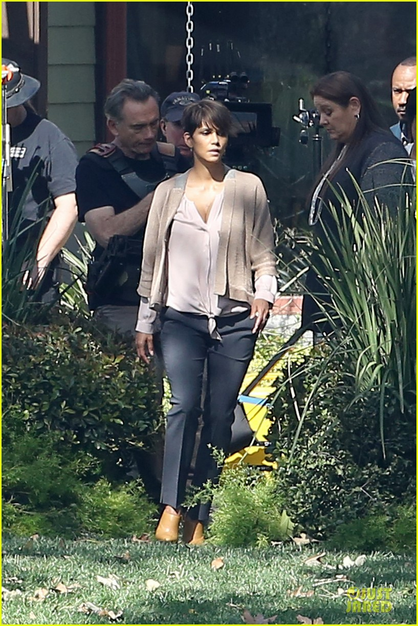 halle berry spends valentines day filming extant with goran visnjic 183053739