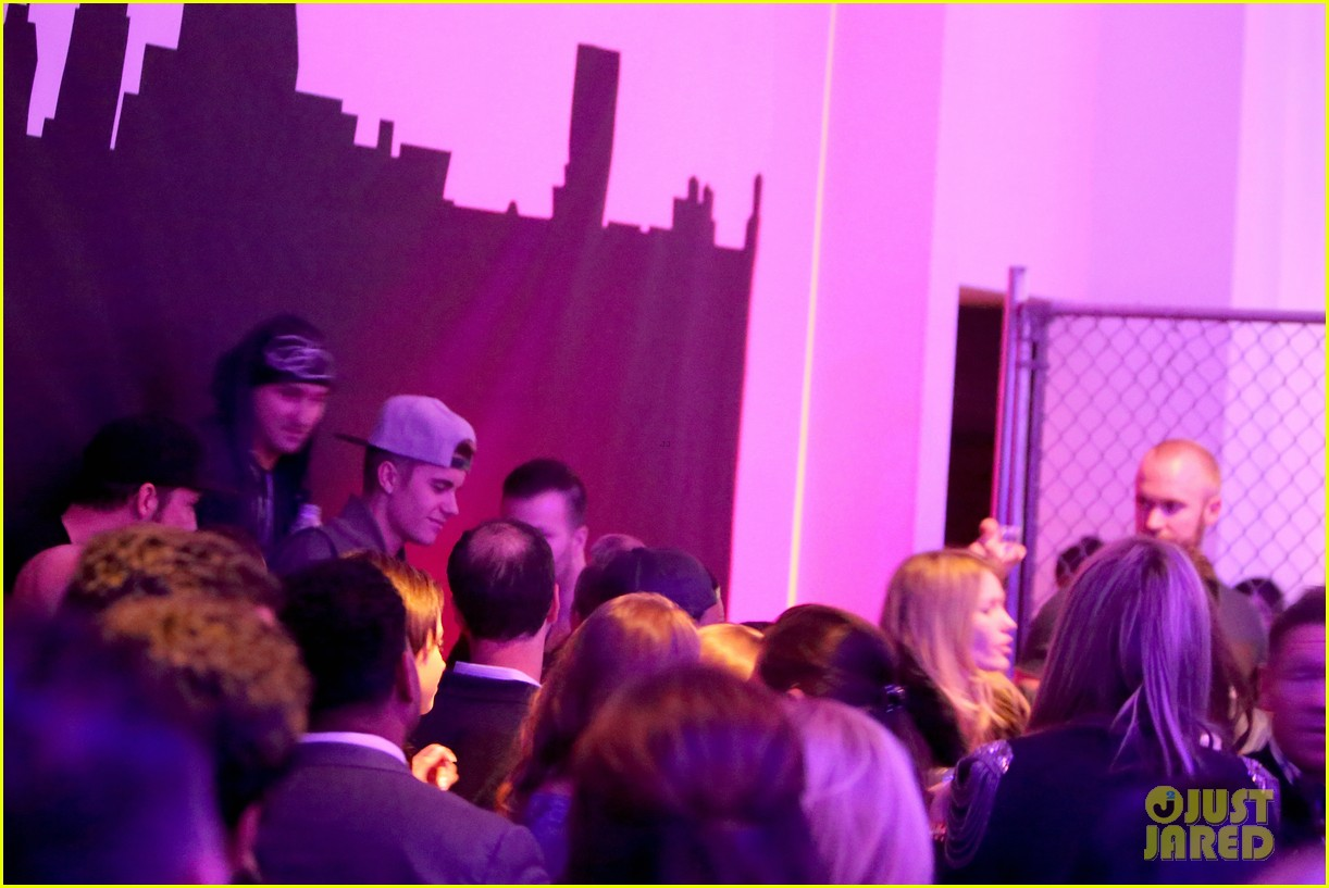 justin bieber hits up maxim super bowl party after plane flagged by customs 04