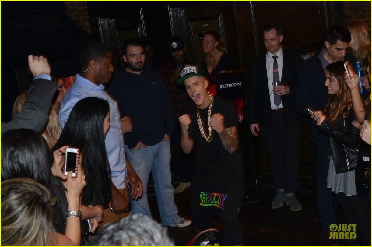 justin bieber shows off skateboarding tricks at pre super bowl party video 023046308