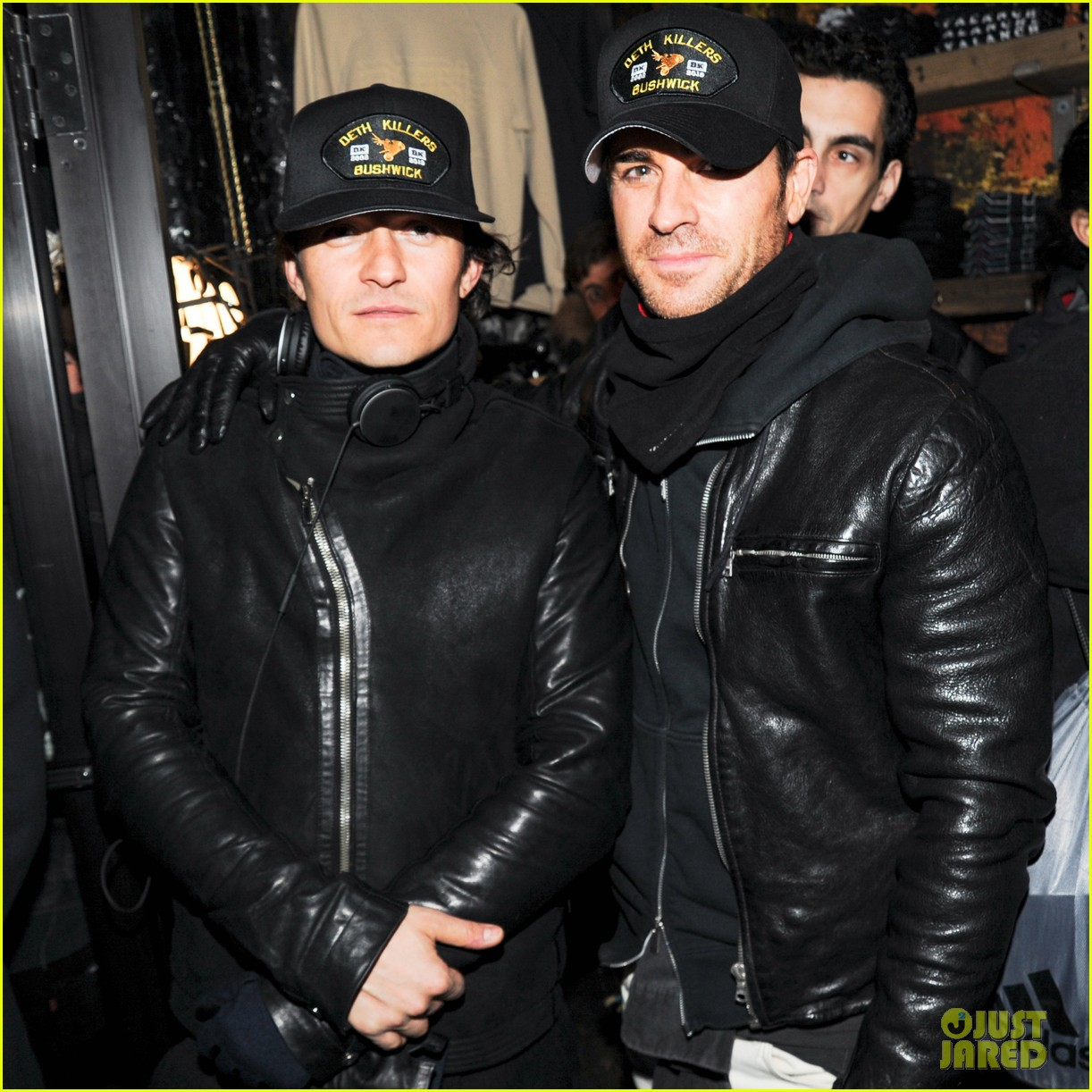 orlando bloom pops a wheelie meets justin theroux at deth killers event 073051996