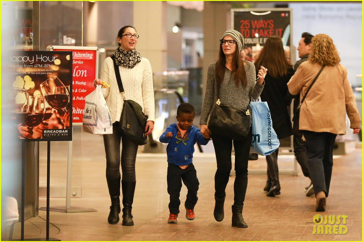 sandra bullock takes louis to see the lego movie 04