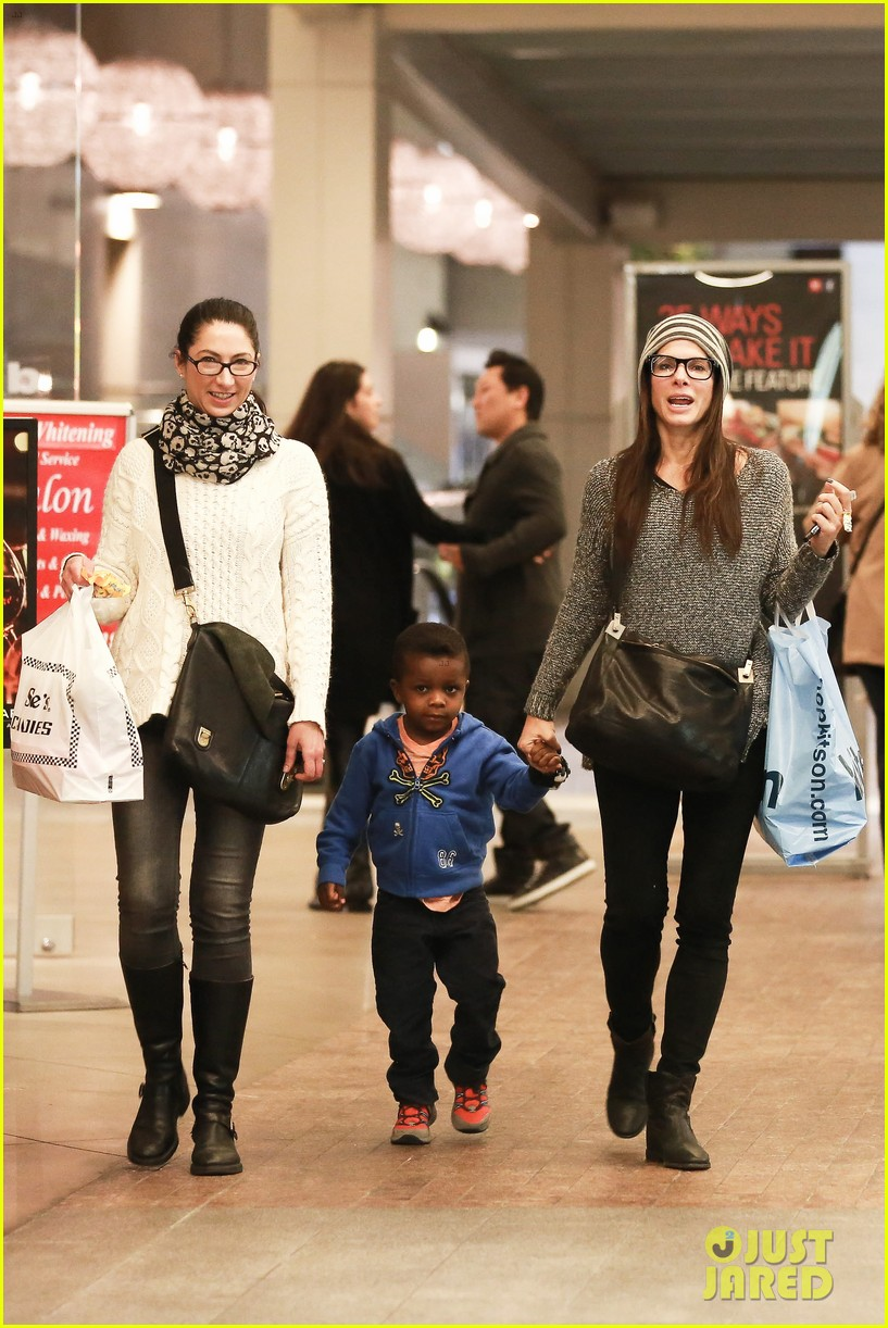sandra bullock takes louis to see the lego movie 05