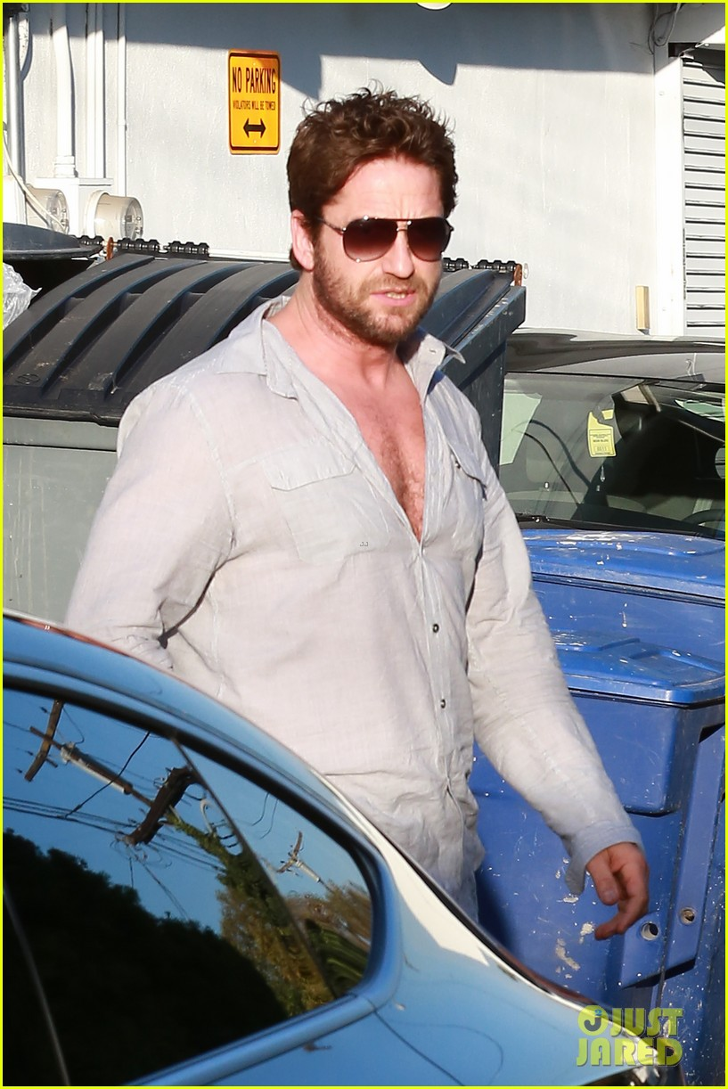 gerard butler visits the salon before doing dragon 2 press 043061921