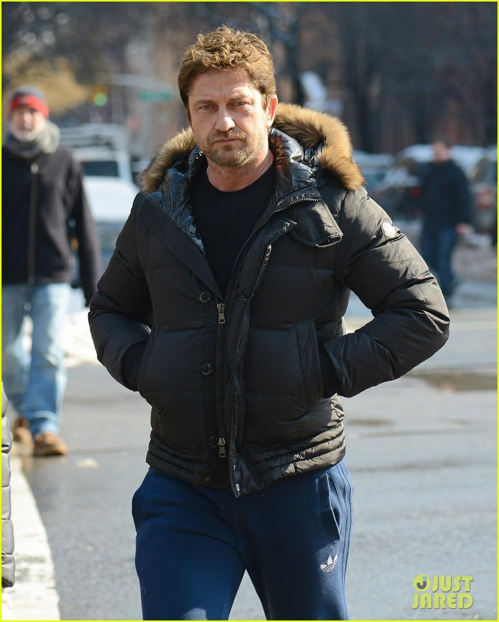gerard butler keeps warm in furry brown coat 103055154