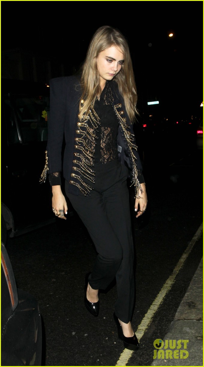cara delevingne looks shocked over taylor swifts drastic hair cut 093052806