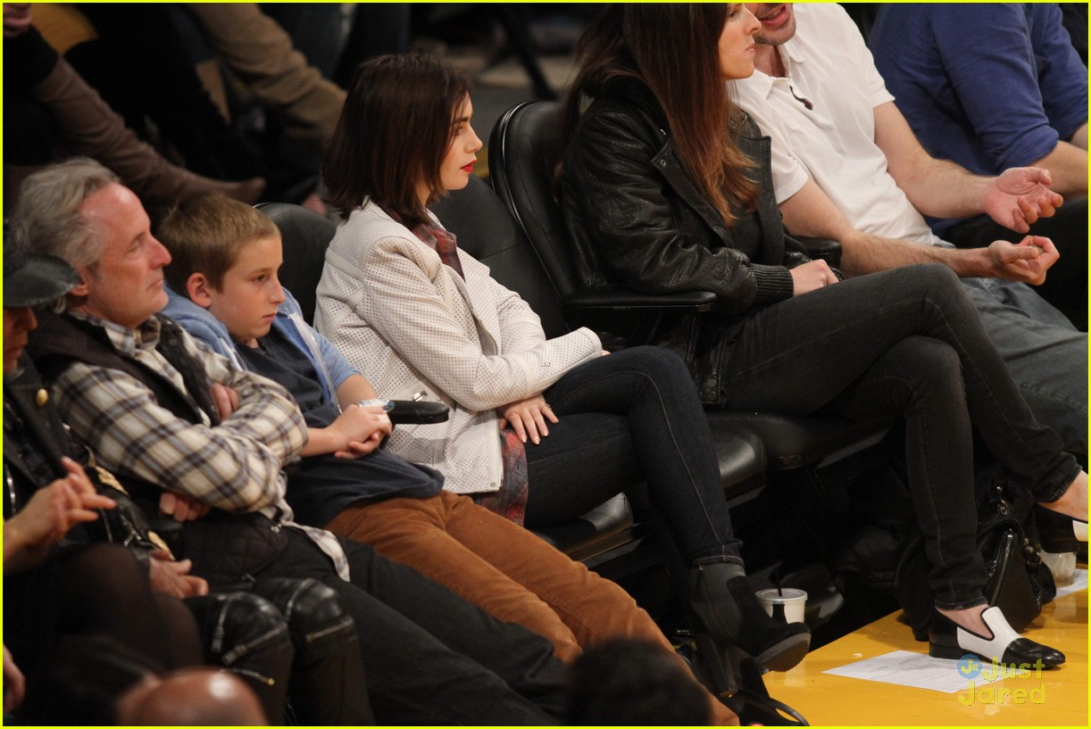 lily collins boyfriend thomas cocquerel hold hands at lakers game 04
