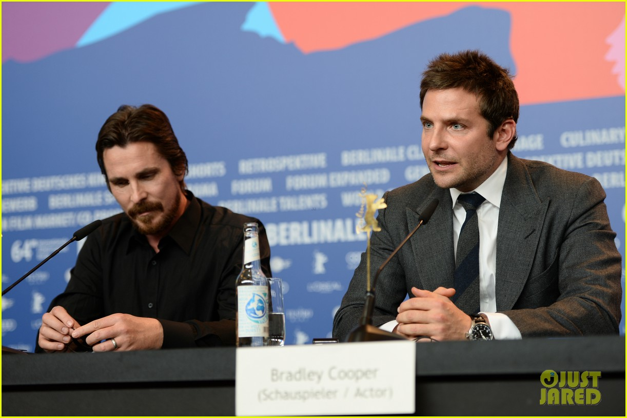 bradley cooper christian bale american hustle berlinale photo call 05