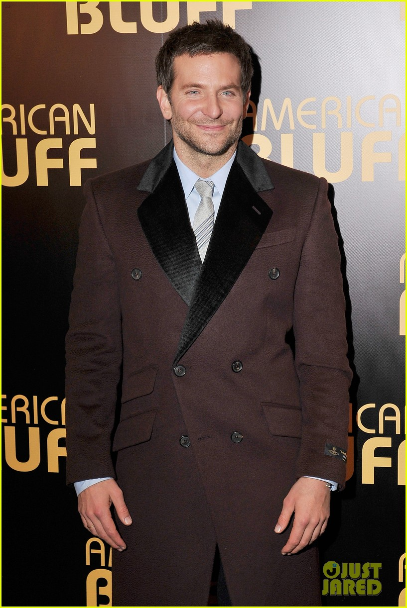 bradley cooper american hustle paris premiere with david o russell 04
