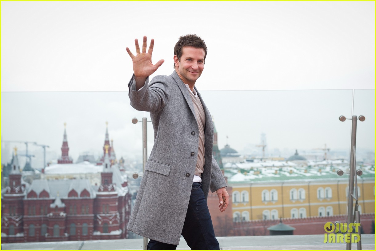 bradley cooper receives star while promoting american hustle in moscow 193048017