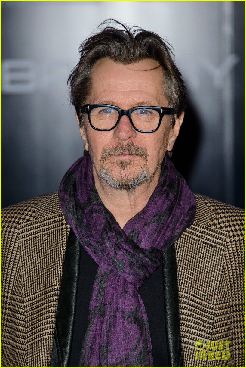 abbie cornish gary oldman robocop uk premiere 023048120