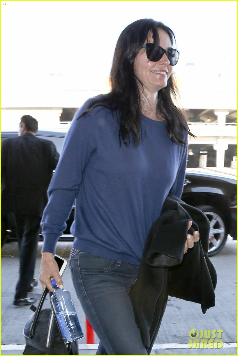 courteney cox boyfriend johnny mcdaid valentines day flight with coco 043054250