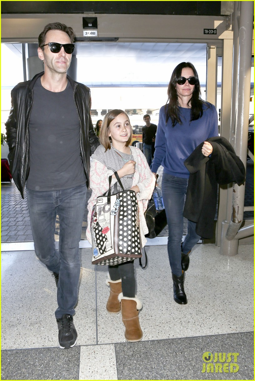 courteney cox boyfriend johnny mcdaid valentines day flight with coco 113054257