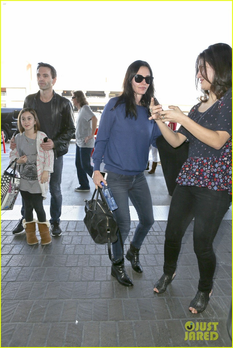 courteney cox boyfriend johnny mcdaid valentines day flight with coco 21
