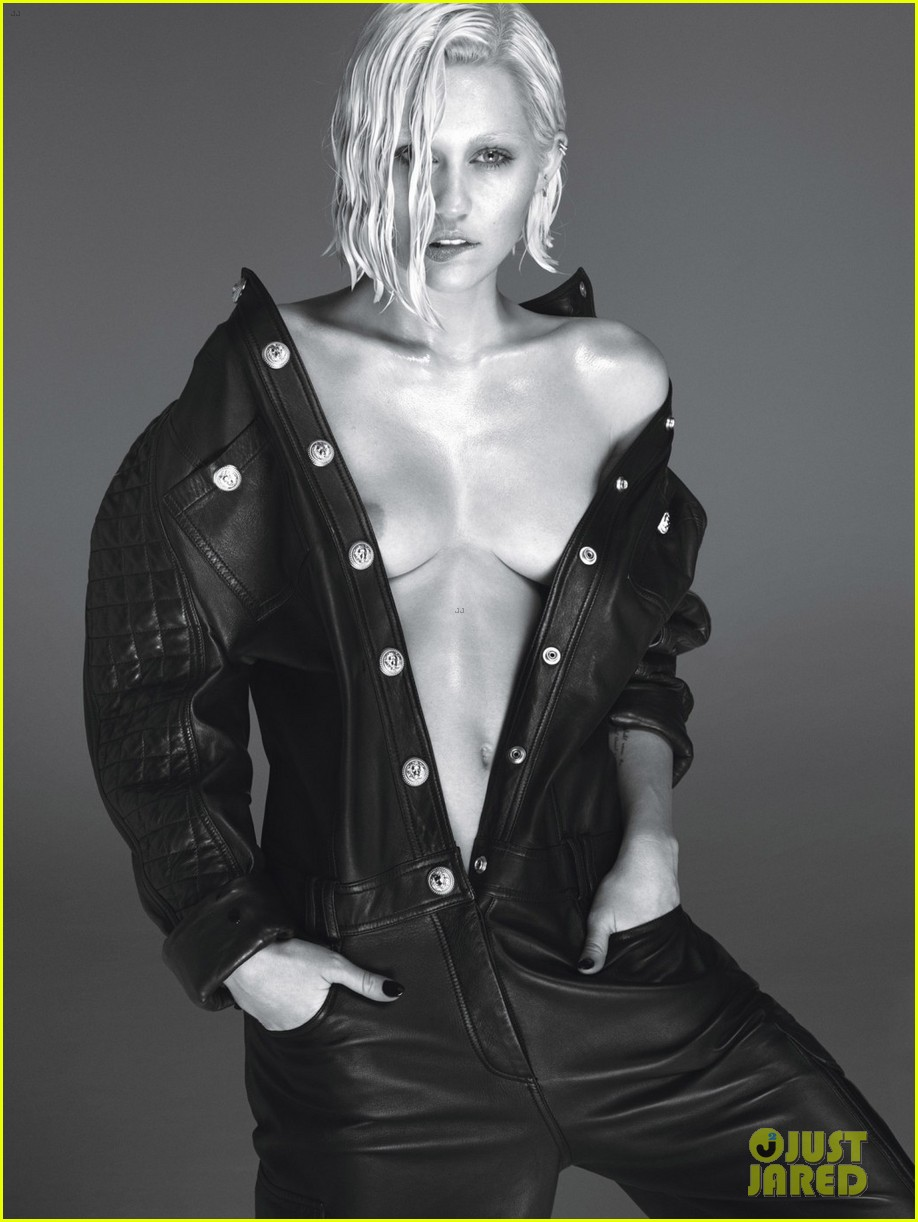 miley cyrus poses naked for w magazine march 2014 043046727