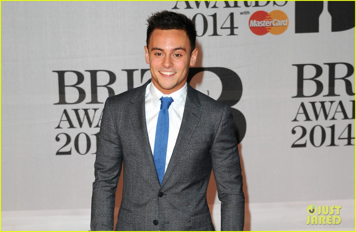 tom daley brit awards 2014 red carpet 02