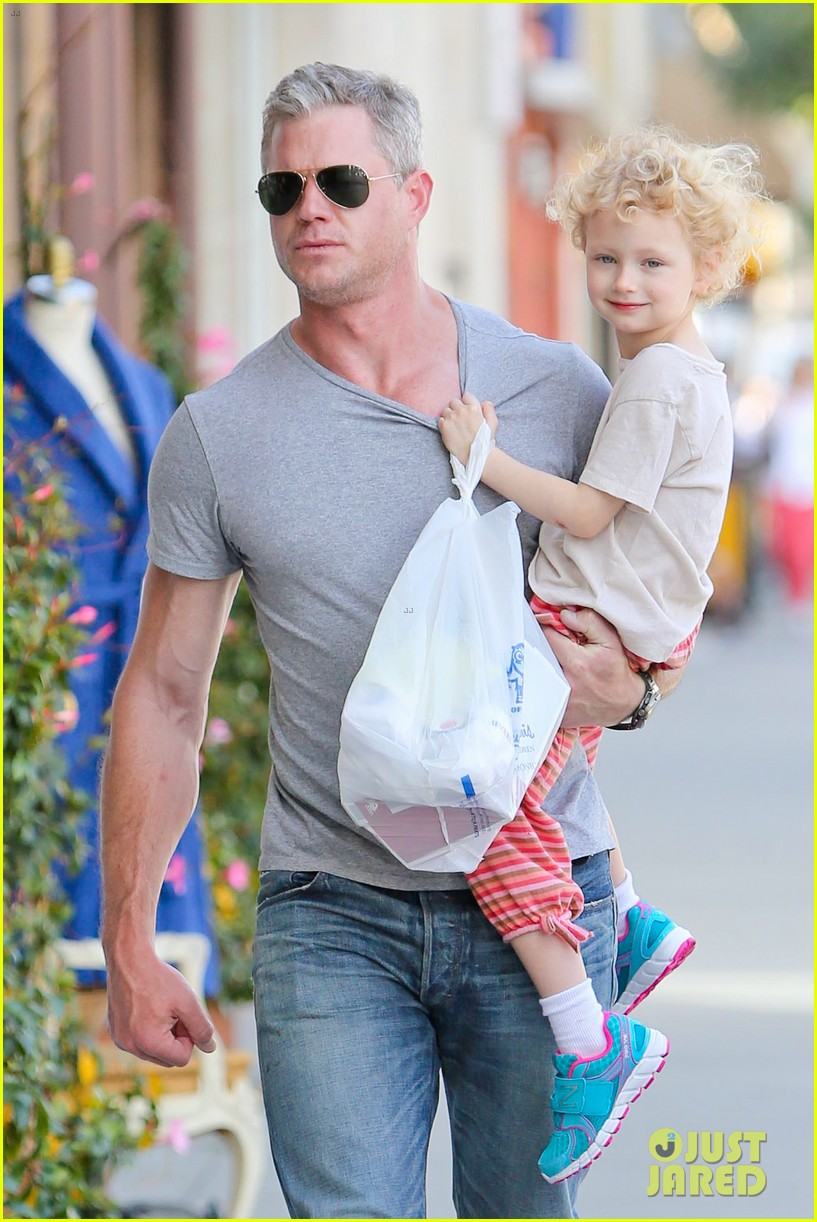 eric dane is one hot dad while stepping out with his daughter 02