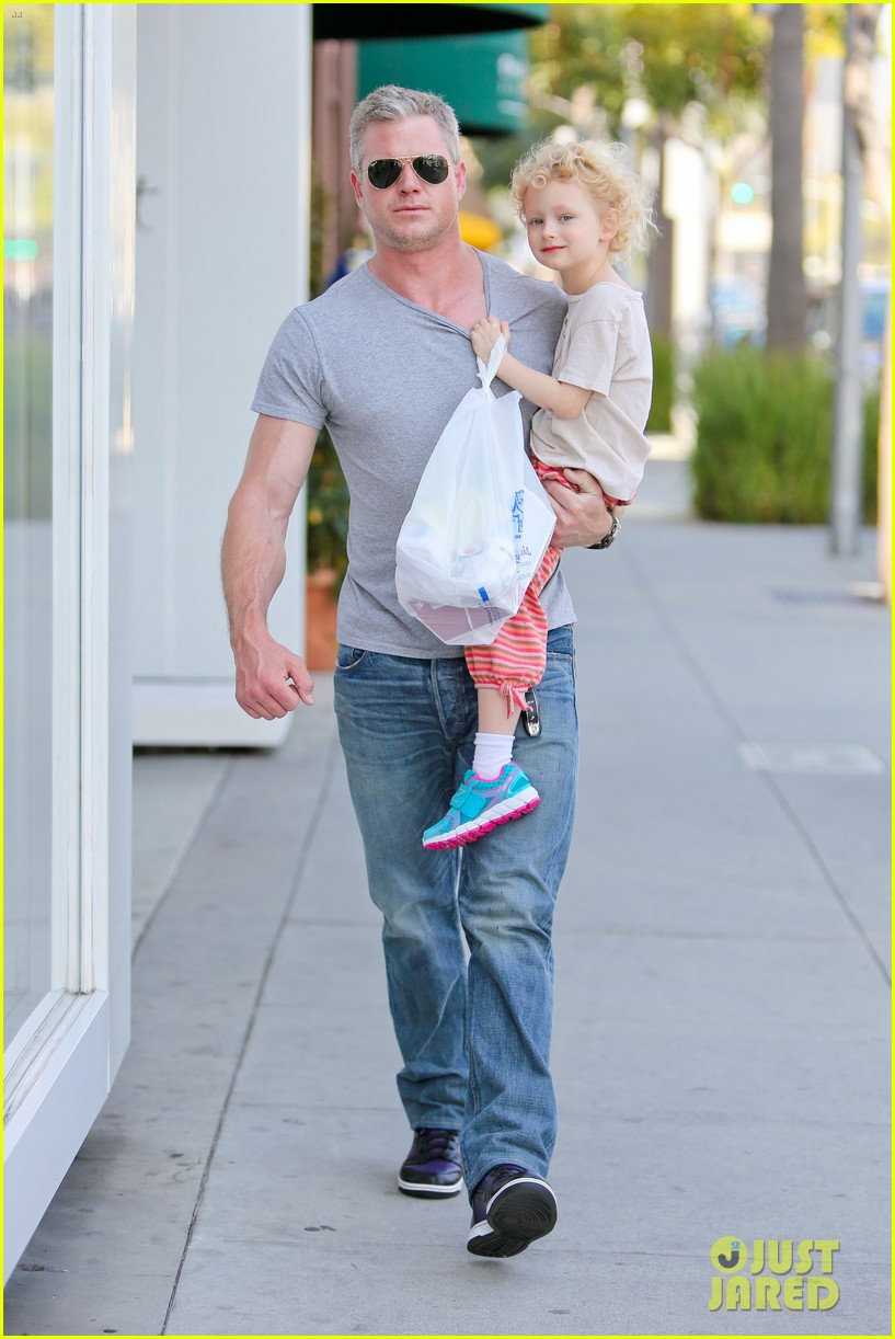 eric dane is one hot dad while stepping out with his daughter 053054916