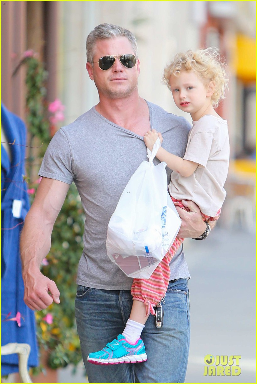 eric dane is one hot dad while stepping out with his daughter 06