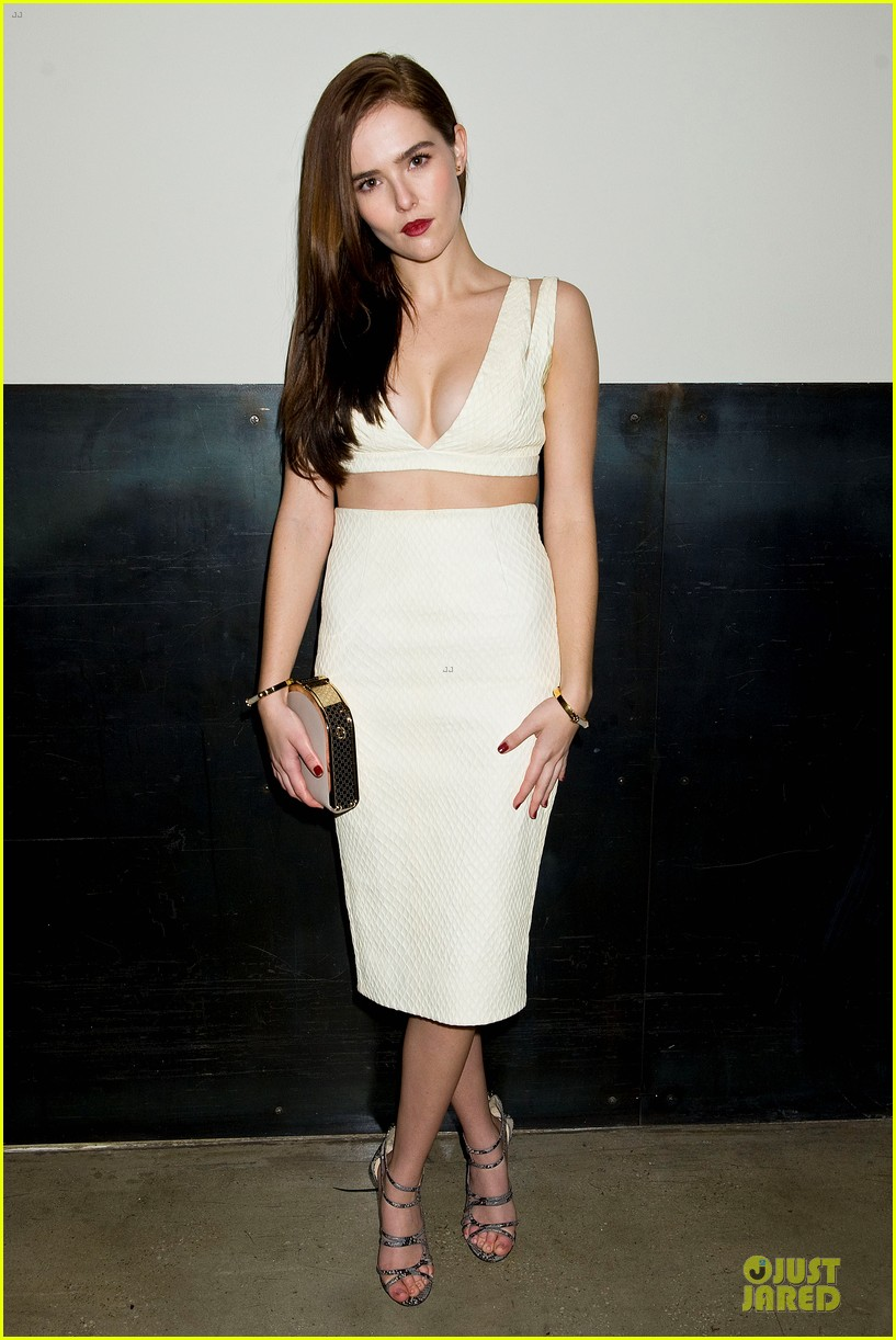 zoey deutch jamie chung bare midriffs at cushnie et ochs fashion show 06