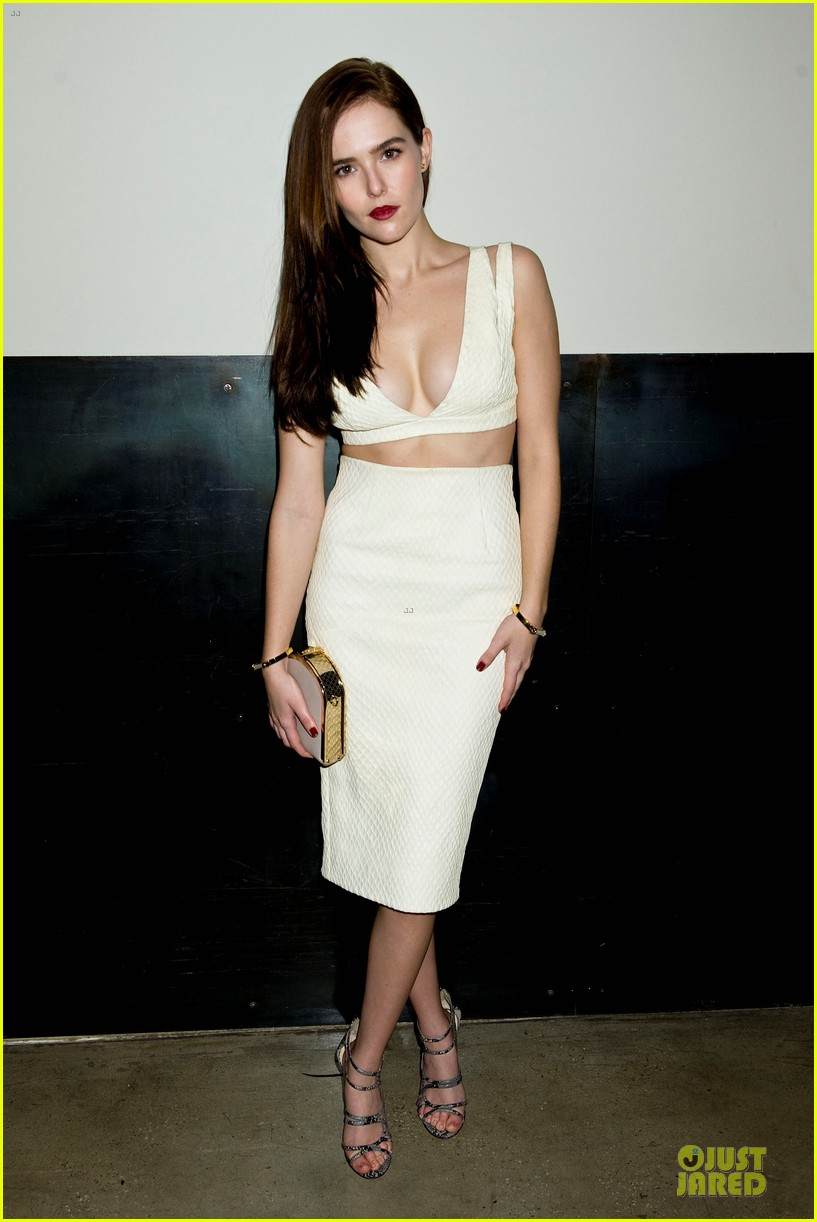 zoey deutch jamie chung bare midriffs at cushnie et ochs fashion show 08