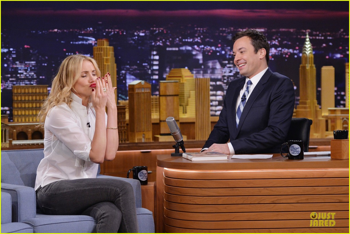 cameron diaz jimmy fallon share huge pants for tonight show dance 063062555