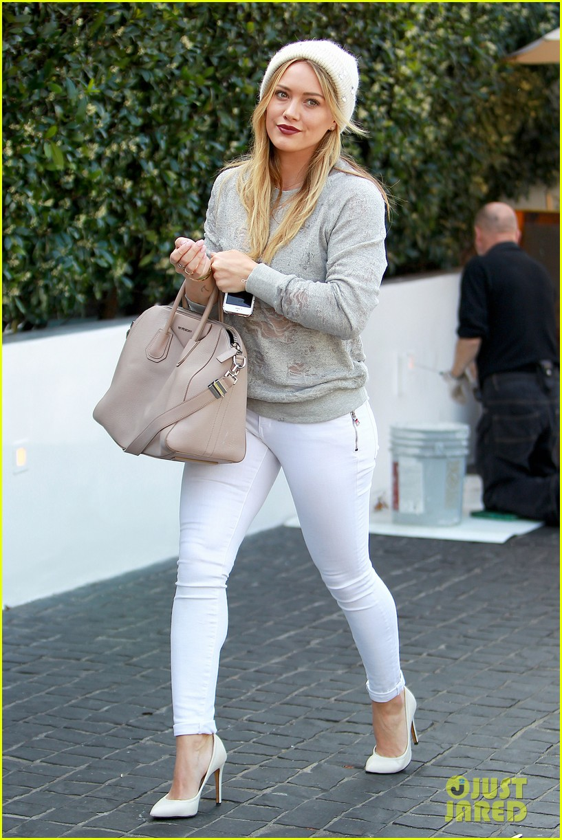 hilary duff beverly hills shopper with son luca 043057881