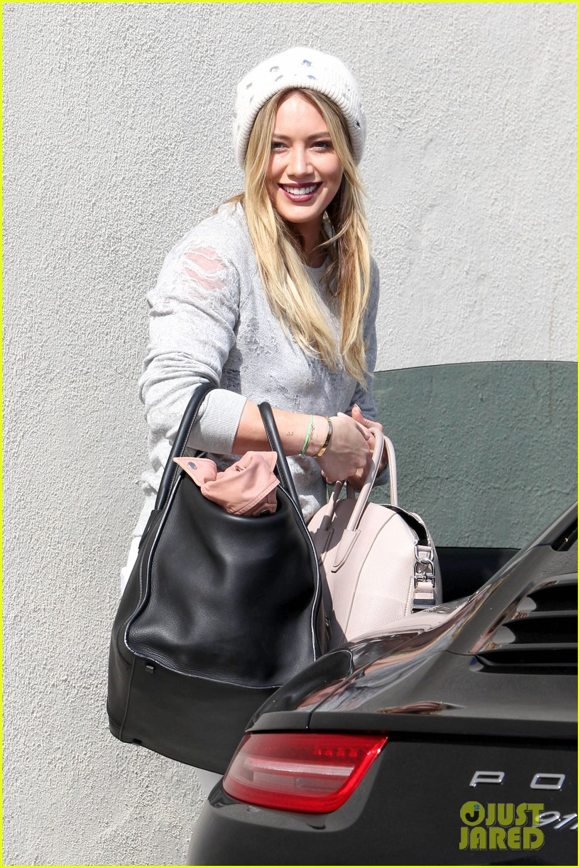 hilary duff beverly hills shopper with son luca 14