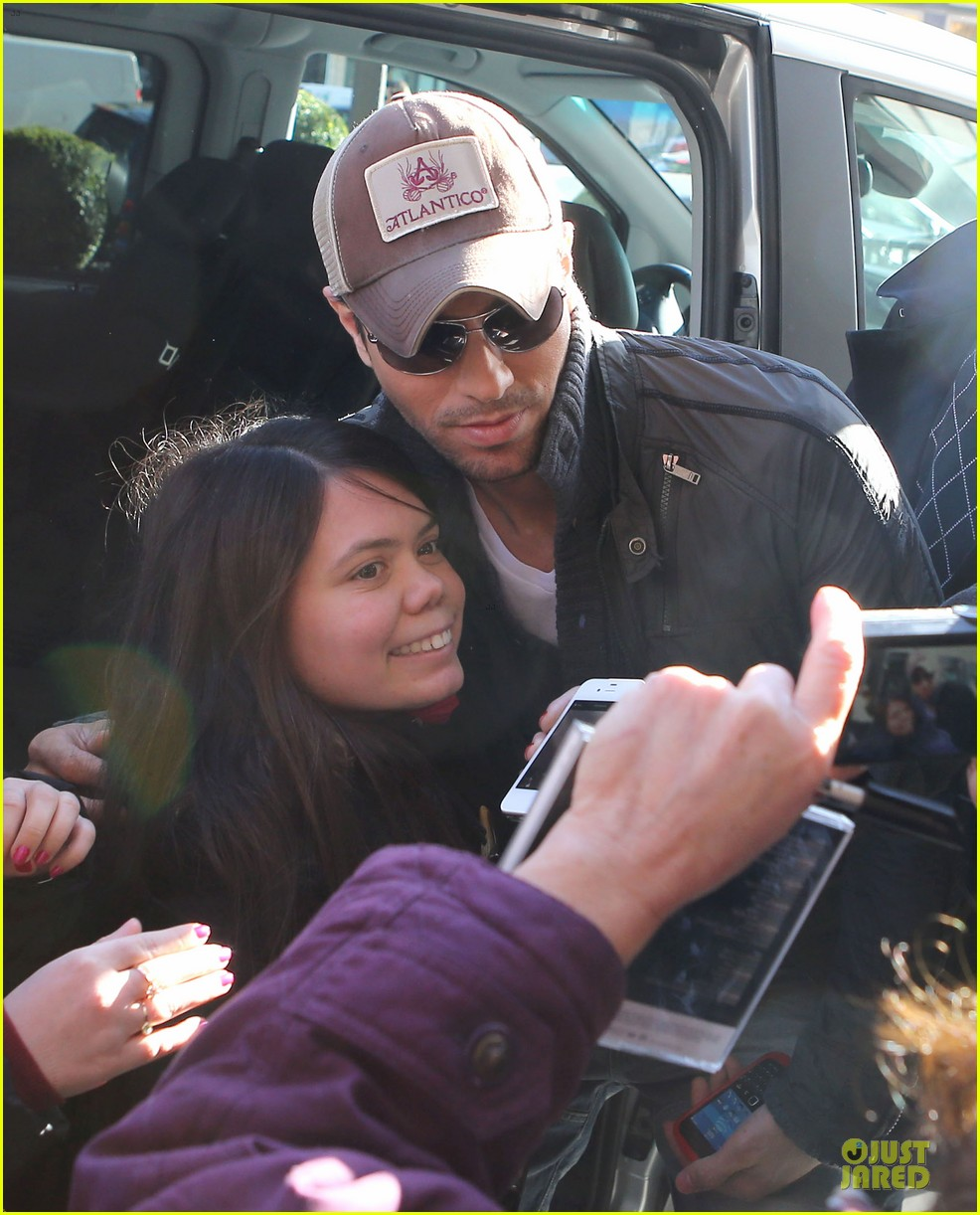 enrique iglesias im giving away my im a freak glasses 03
