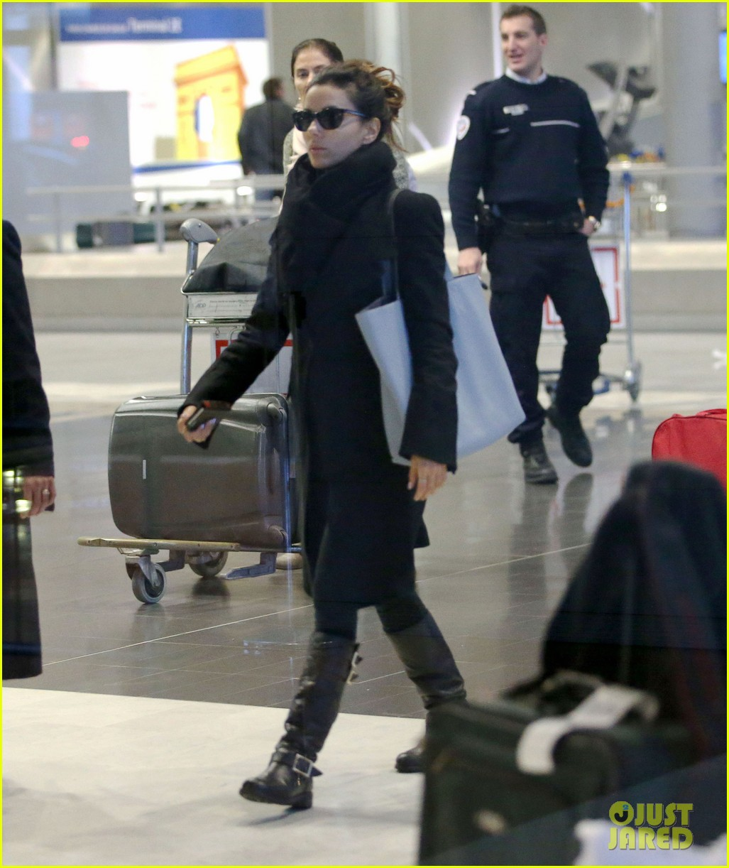 eva longoria arrives in france for loreal paris shoot 05