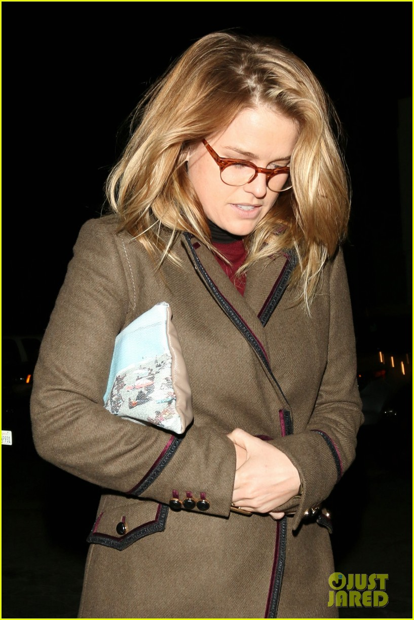 alice eve hugs her mystery male goodbye after lunch 02