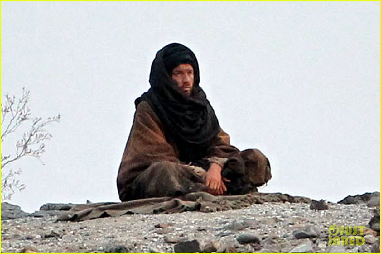 ewan mcgregor last days in the desert first on set pics 03